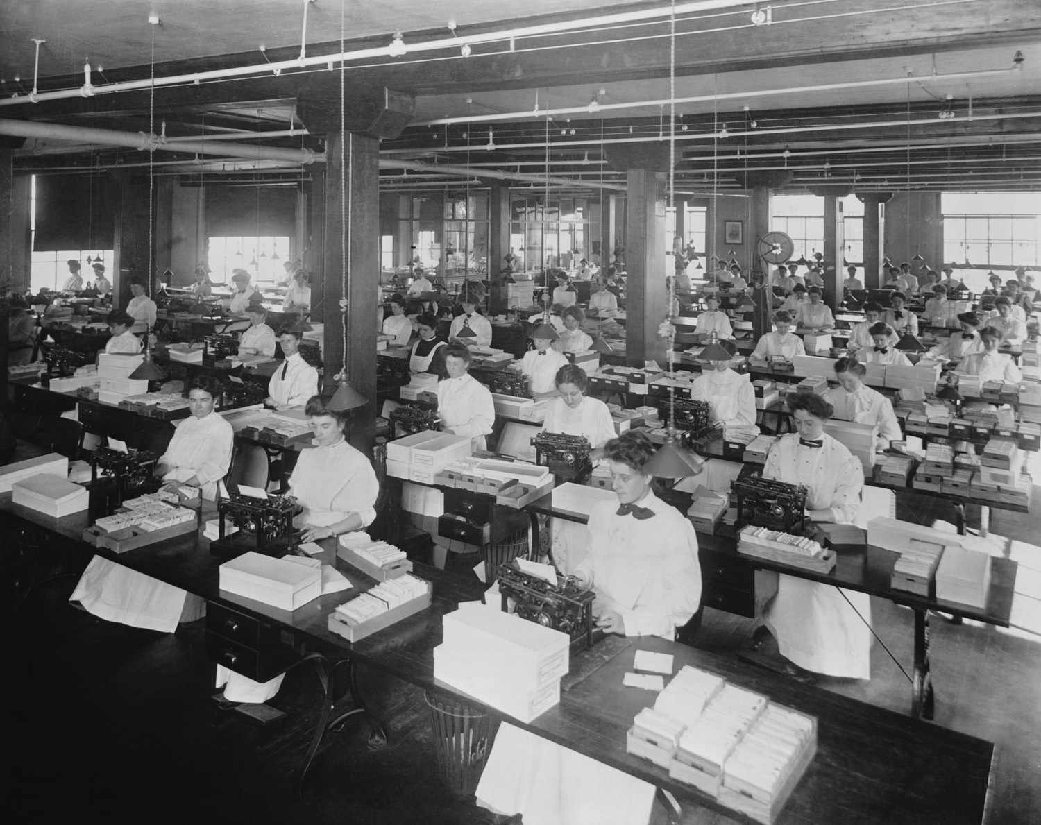 Women at work in the office, 1907