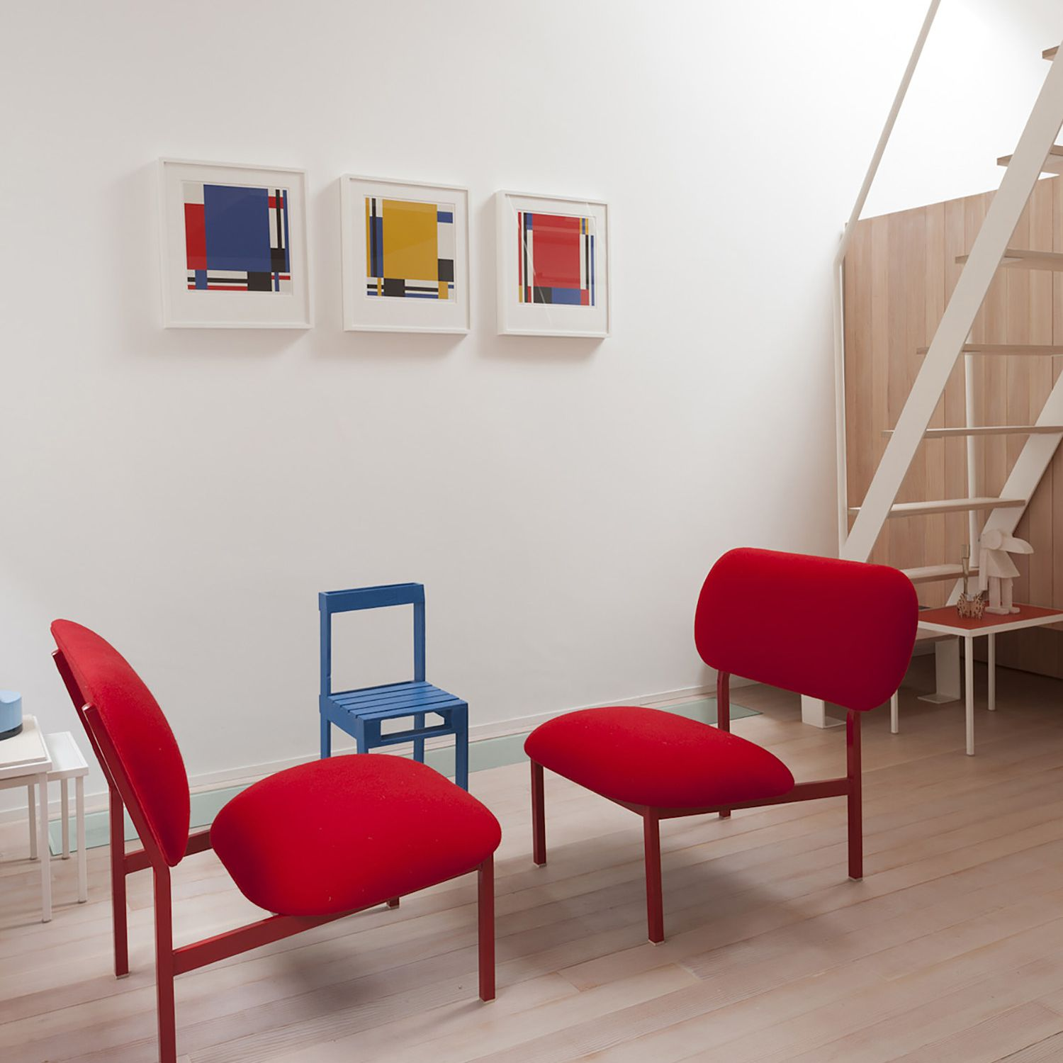 Small Townhouse Studiomama second floor lounge red chairs