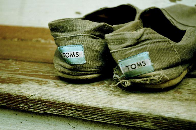 La empresa ética de calzado TOMS va más allá del modelo Buy One / Give One