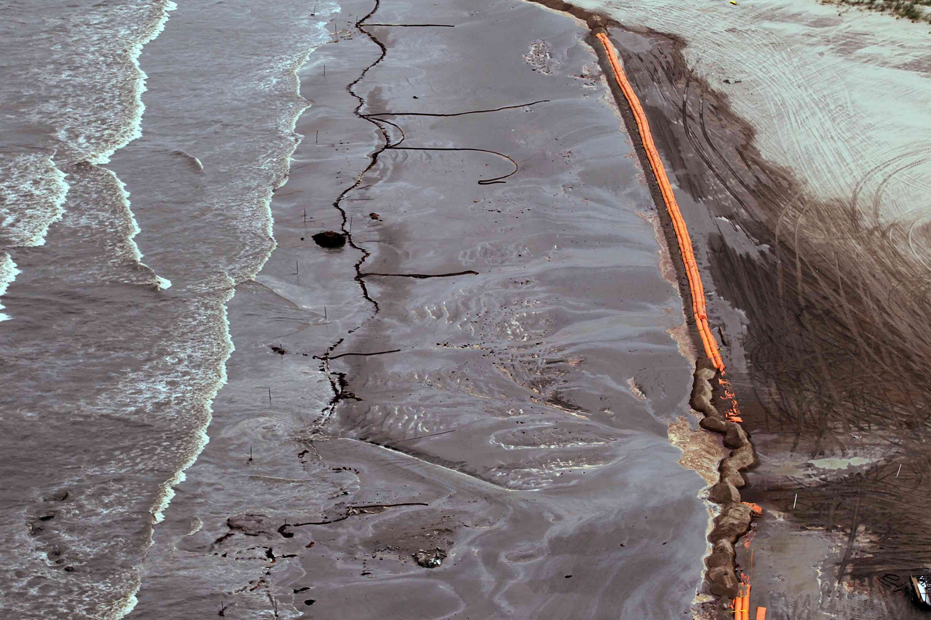Gulf Coast Battles Continued Spread Of Oil In Its Waters And Coastline