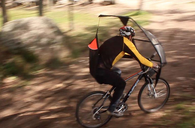 ¿Cansado de montar mojado bajo la lluvia? Este toldo y carenado para bicicleta podrían ser la respuesta
