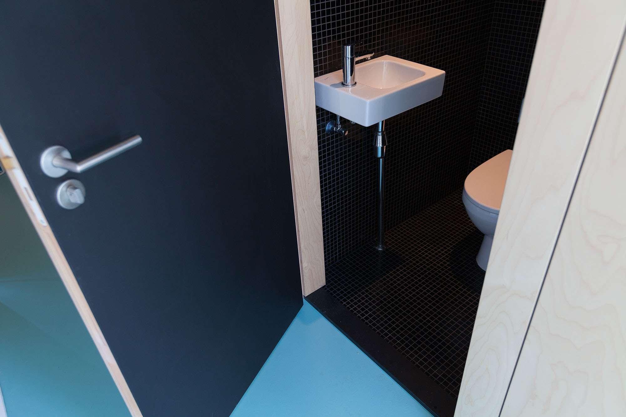 Amsterdam Urban Loft by Bureau Fraai washroom