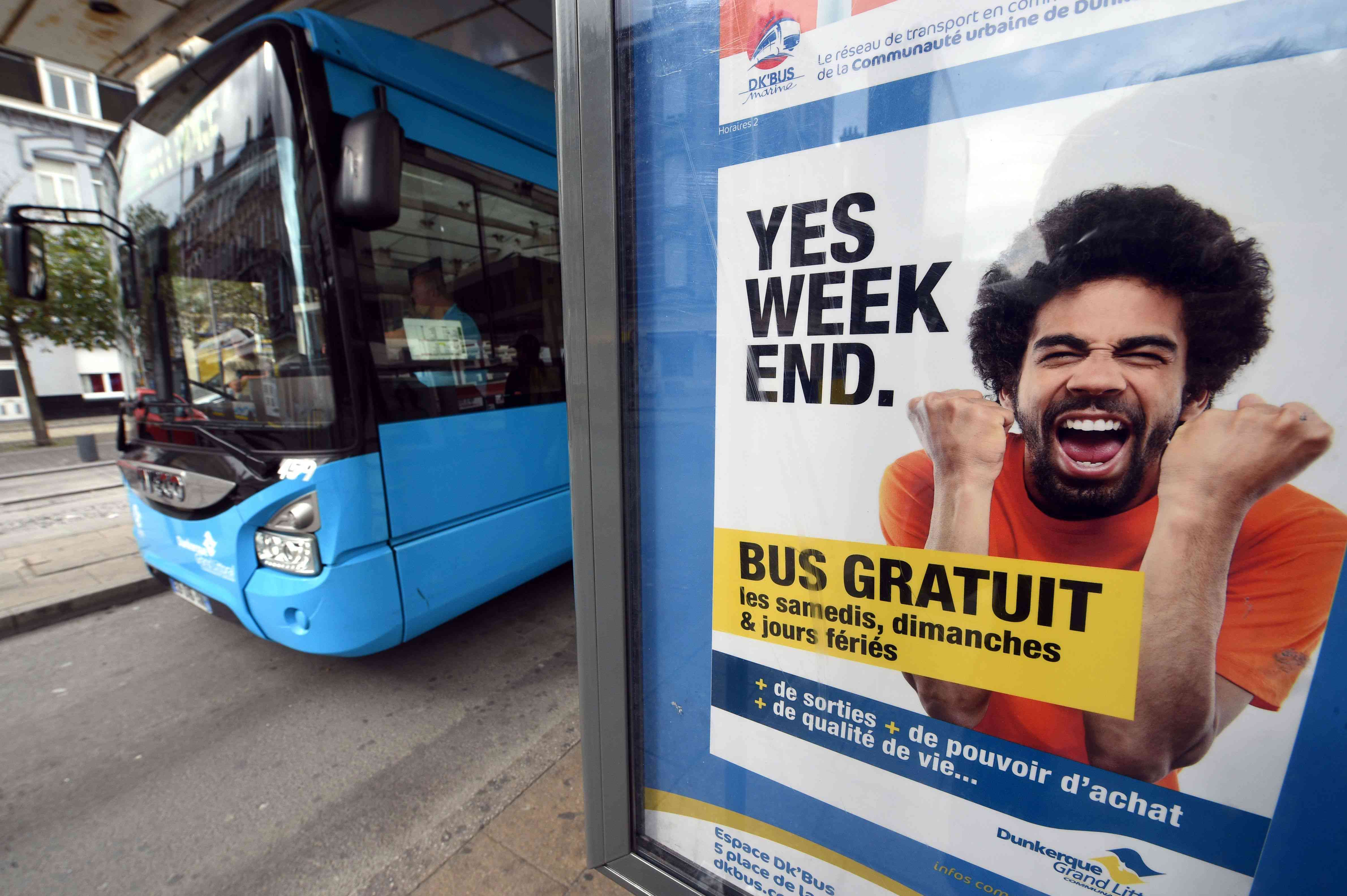 A sign advertising free weekend bus service in Dunkirk, France