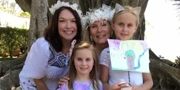 Las mujeres de Florida se 'casan' con un árbol antiguo para salvarlo