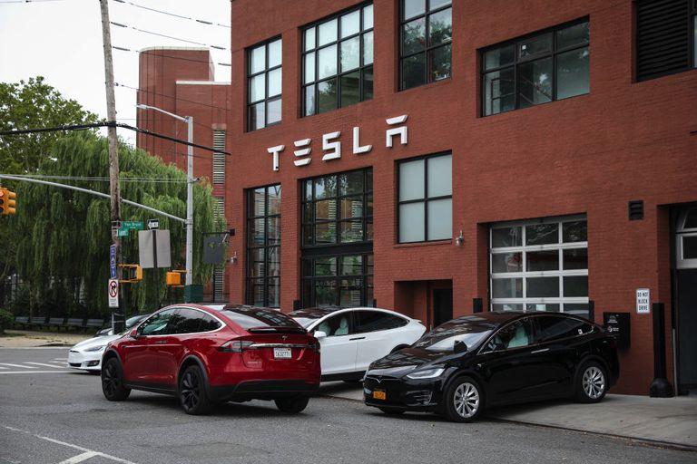 More dockless electric cars blocking sidewalk
