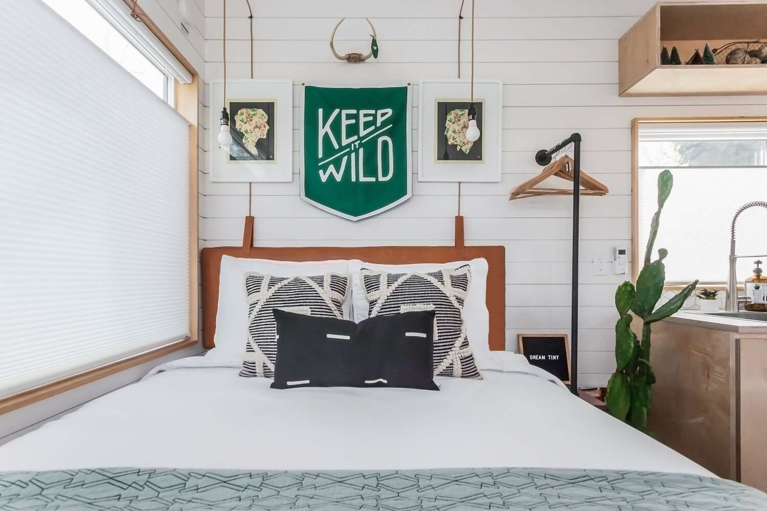 tiny house 2 for rent bed
