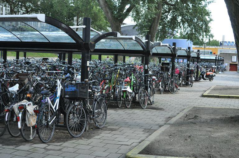 Andar en bicicleta en EE. UU. vs. Amsterdam
