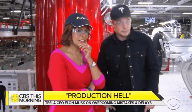 Musk le da a CBS un recorrido por la línea de producción del Tesla Model 3