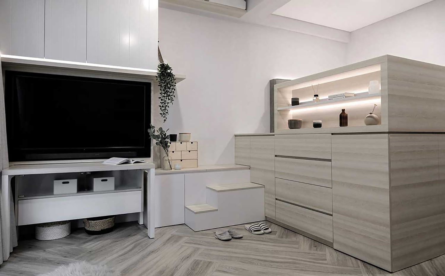 Quiet Apartment Co+in Collaborative Lab bed and tv