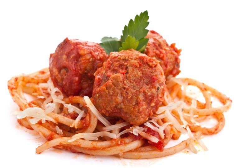 Si desea los beneficios para la salud de los tomates, mantenga sus albóndigas lejos de los espaguetis