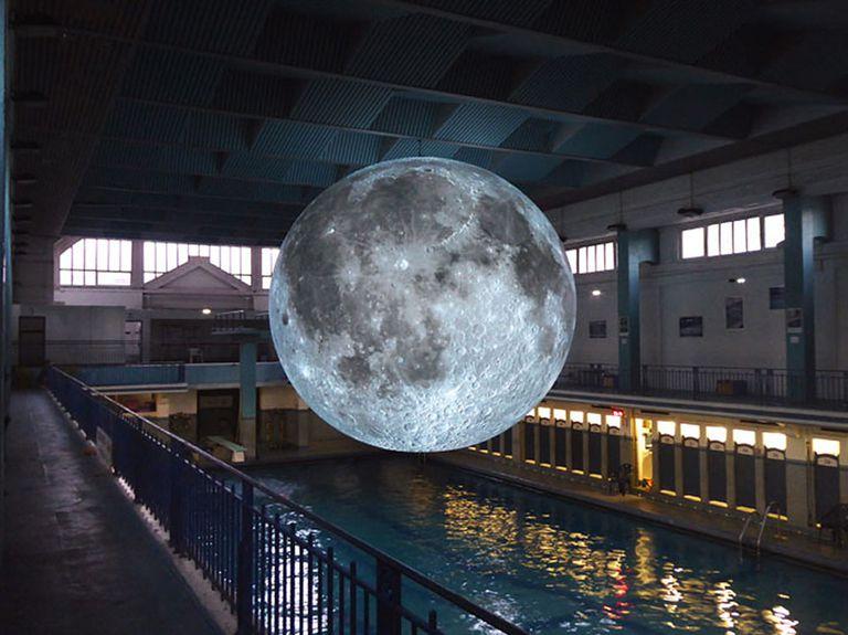 Glowing, Gigantic Moon está haciendo gira mundial (Video)