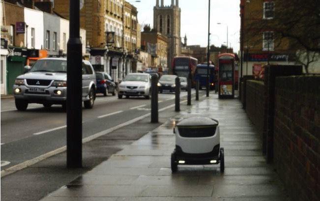 Las aceras son para las personas. ¿Deberíamos dejar que los robots se los roben?