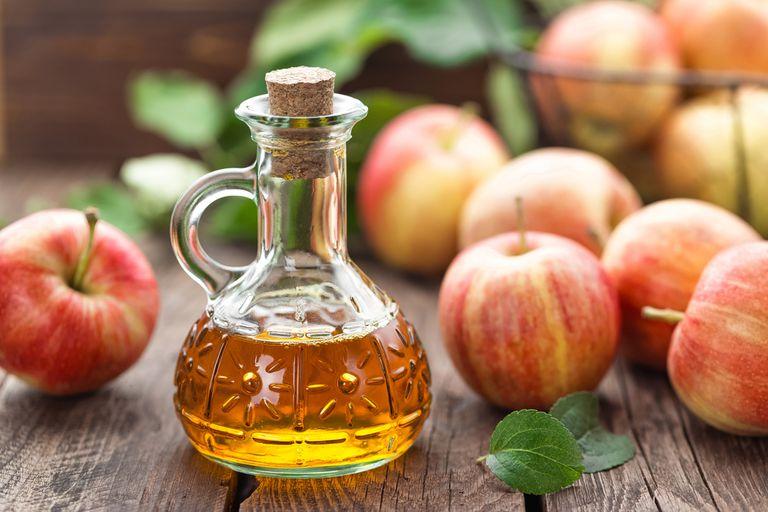 Cómo tomar un baño de vinagre de sidra de manzana