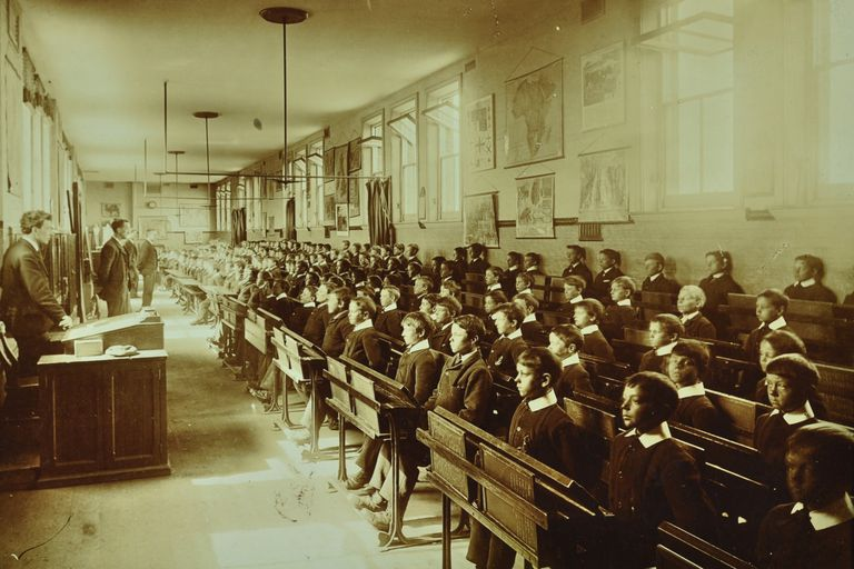 English schoolroom with inappropriate social distancing