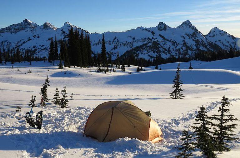 10 consejos para acampar en invierno para todos los campistas