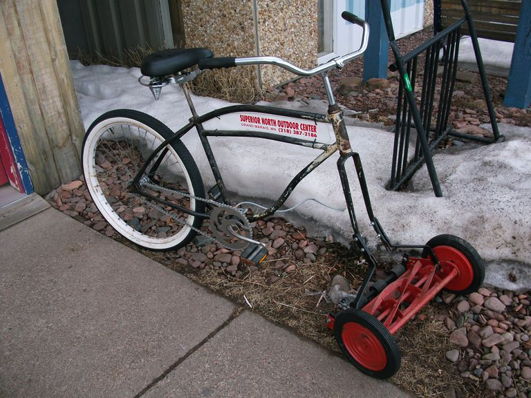 Bike with a lawn mower instead of a front tire