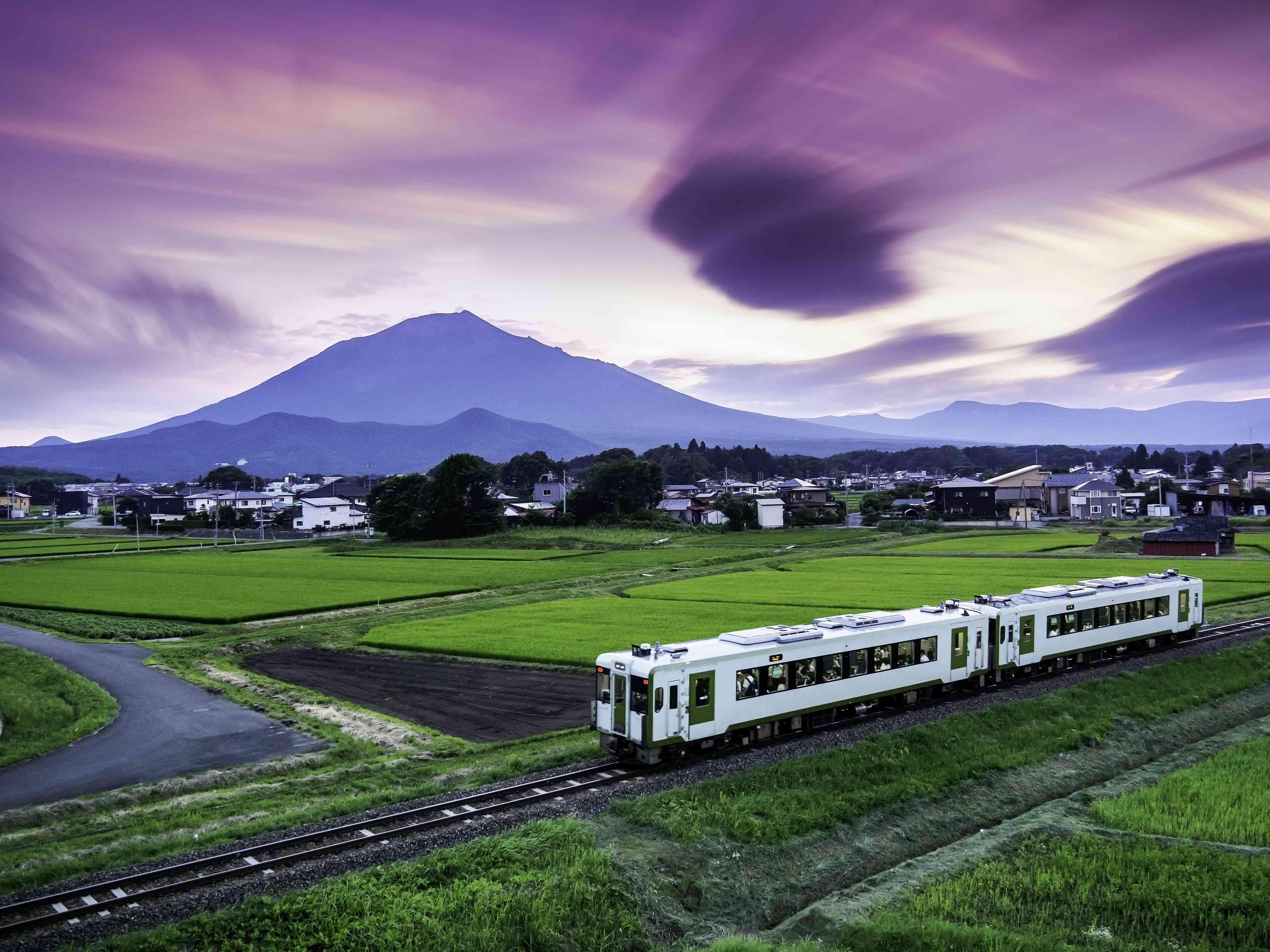 Hanawa line local train