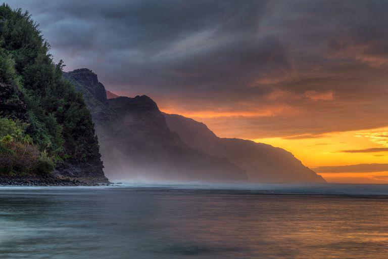 Después de 14 meses sin turistas, la costa norte de Kauai vuelve a probar las aguas