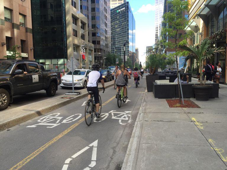 Maisoneuve bike lane