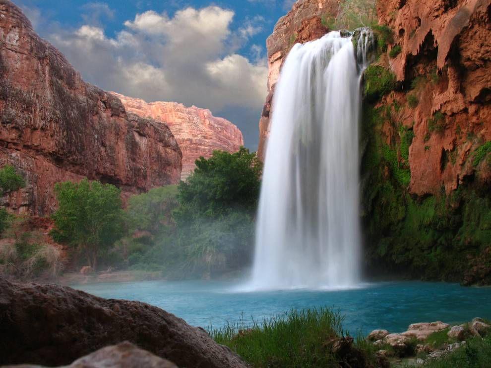The Havasupai waterfall in the Grand Canyon