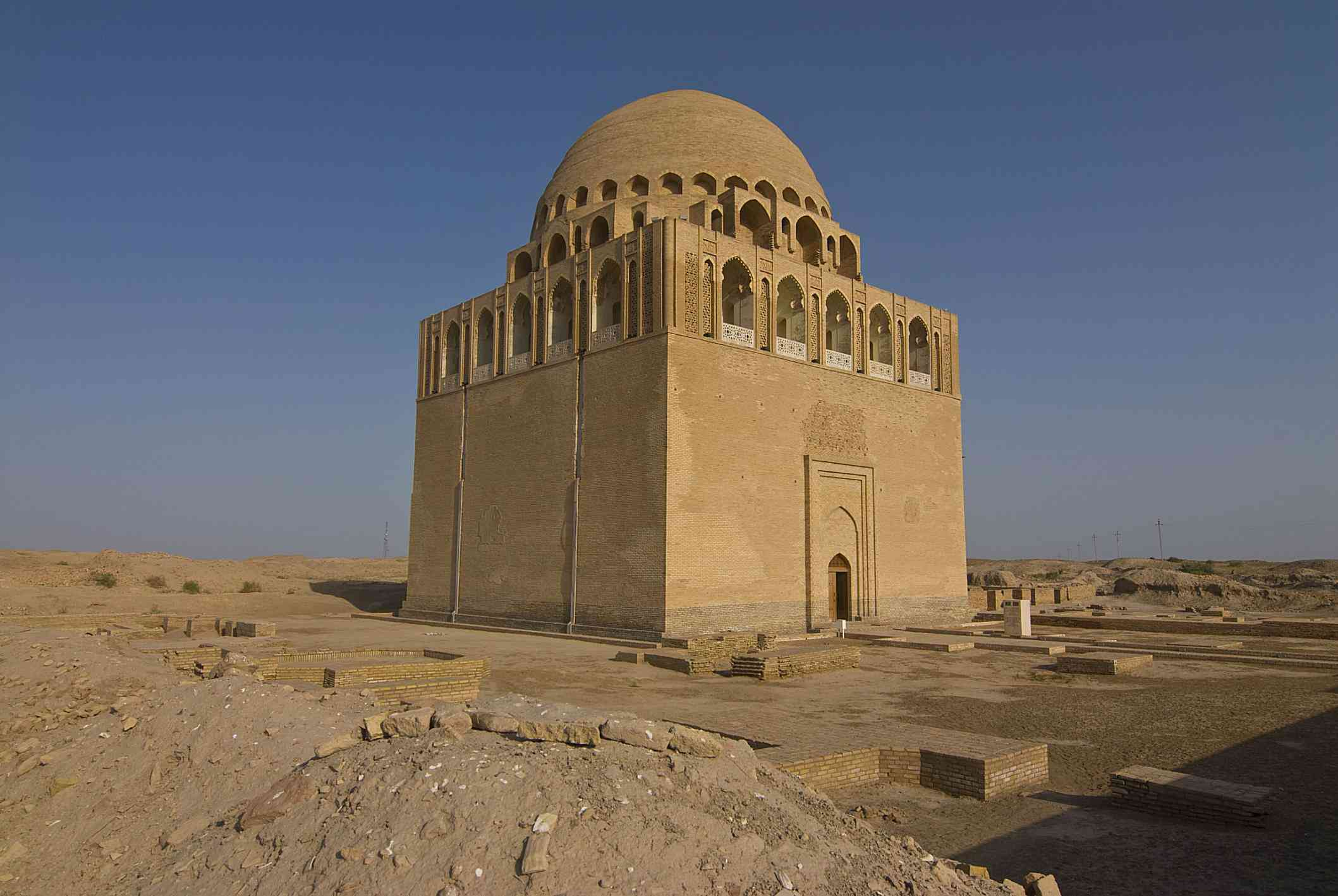 The dome-topped tomb of the Seljuk sultan Sanjar in modern day Turkmenistan on a clear afternoon