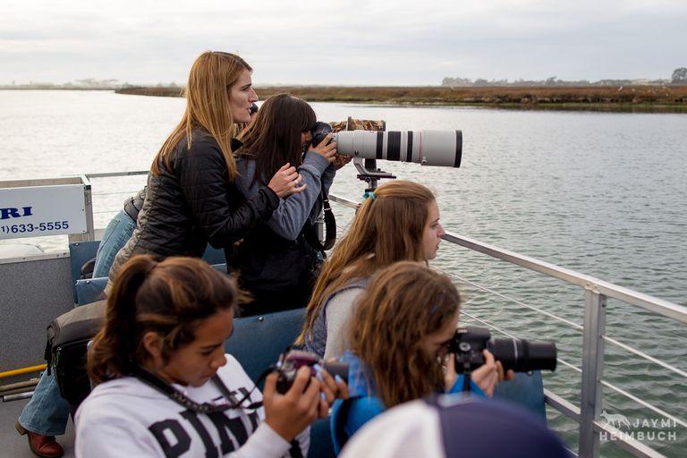 Fotógrafo inspira a las adolescentes a tomar una cámara y salir