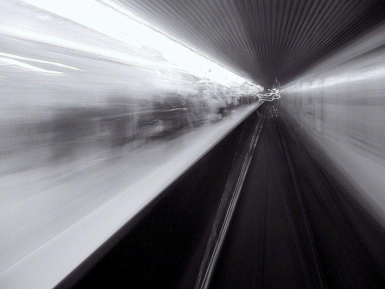 ¿Qué es mejor para una ciudad, el metro o el transporte terrestre?