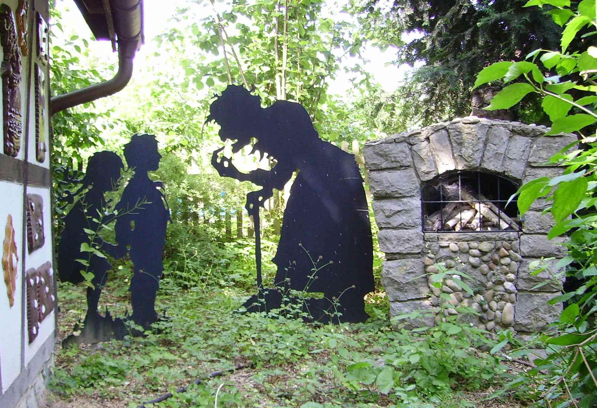 Metal statues of Hansel and Gretel at Märchengarten