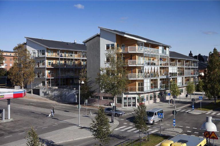 En Suecia están construyendo prefabricados de madera multifamiliares de alta calidad con los que solo podemos soñar aquí