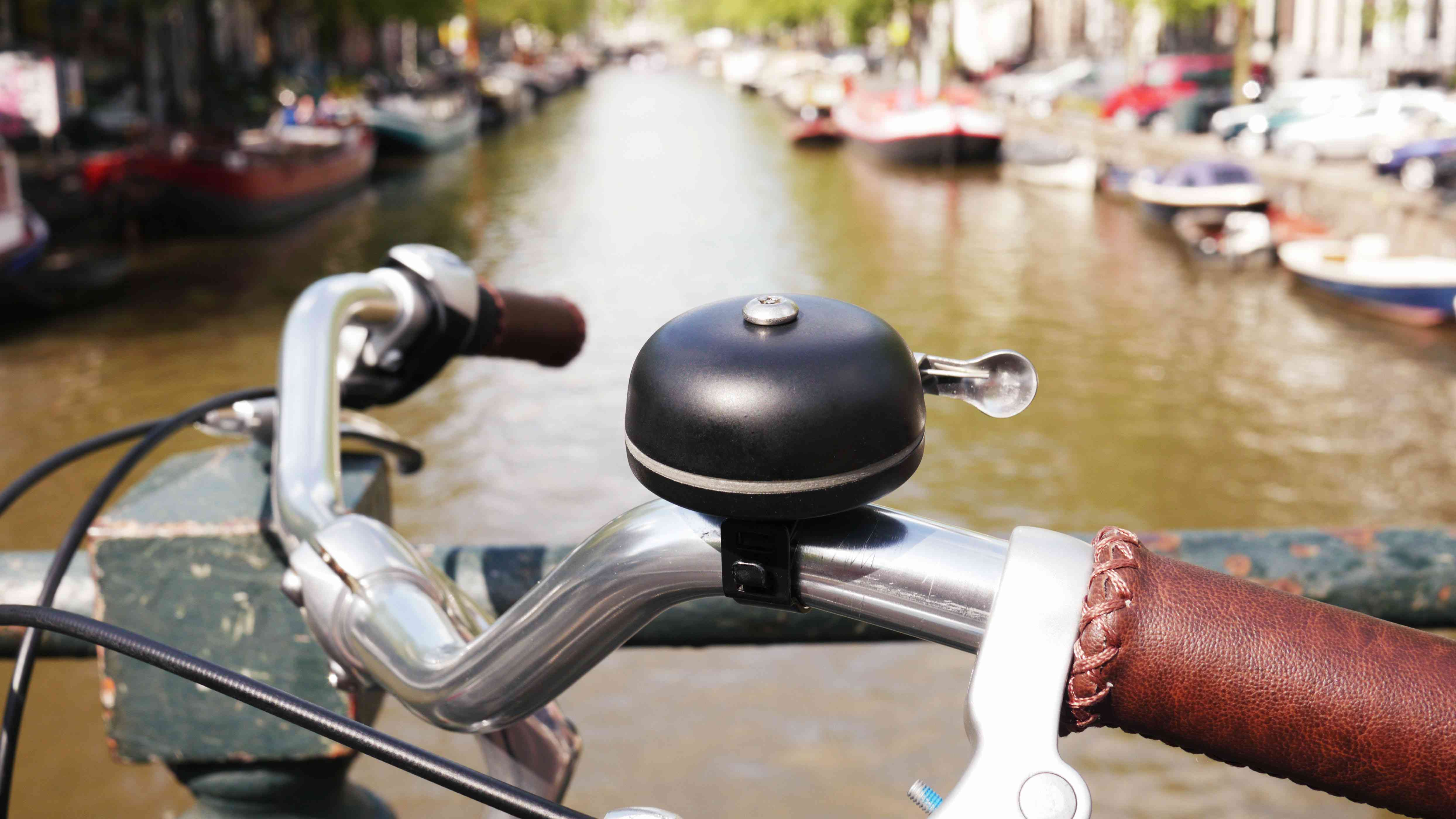 Pingbell, a Dutch-designed smart bike bell and corresponding app, helps cyclists easily locate their parked bikes.