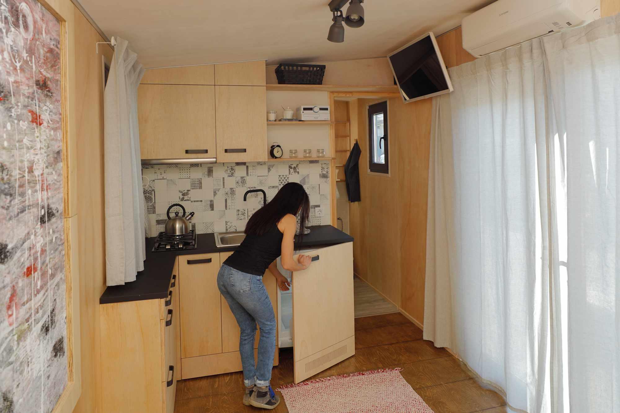 EBH 659 tiny house Ecobox Home Ltd. kitchen refrigerator
