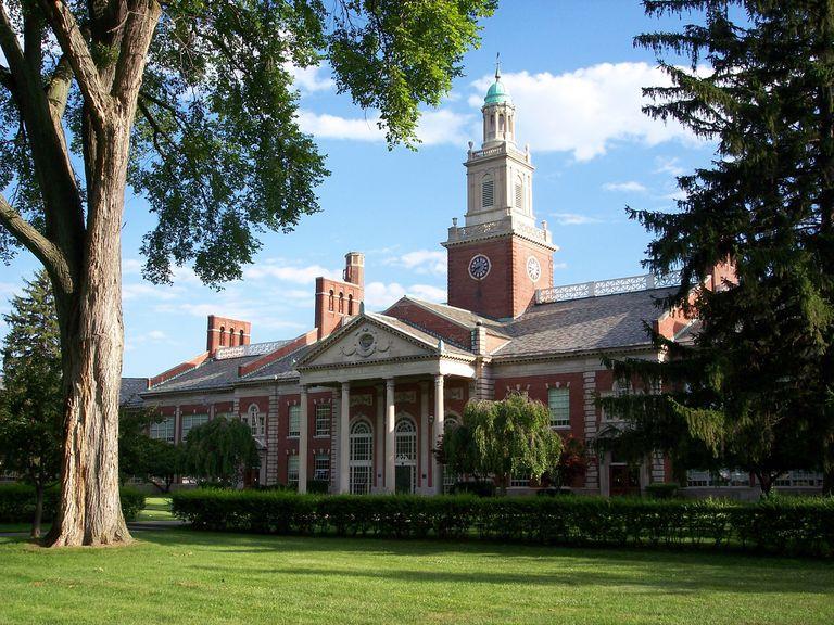 Las escuelas estadounidenses solían ser hermosos edificios públicos. No los conviertas en prisiones.