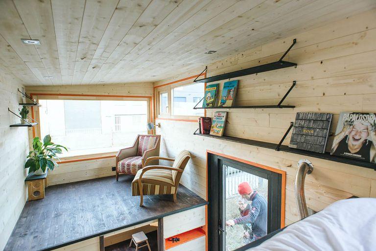 idle tiny house Serena.House living room