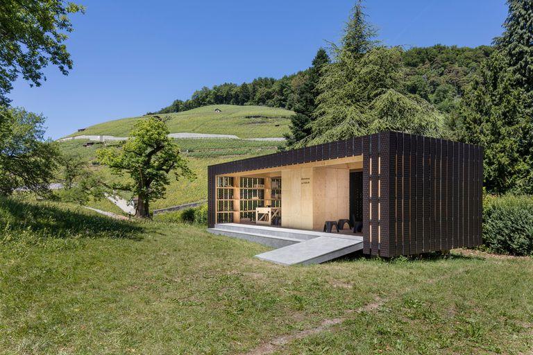 El pabellón Bex & Arts de Montalba Architects es una cajita evocadora