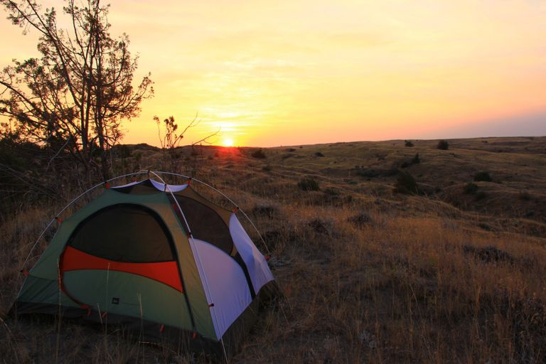 Reinicia tu ciclo de sueño con un viaje de campamento de fin de semana lleno de luz natural y verdadera oscuridad
