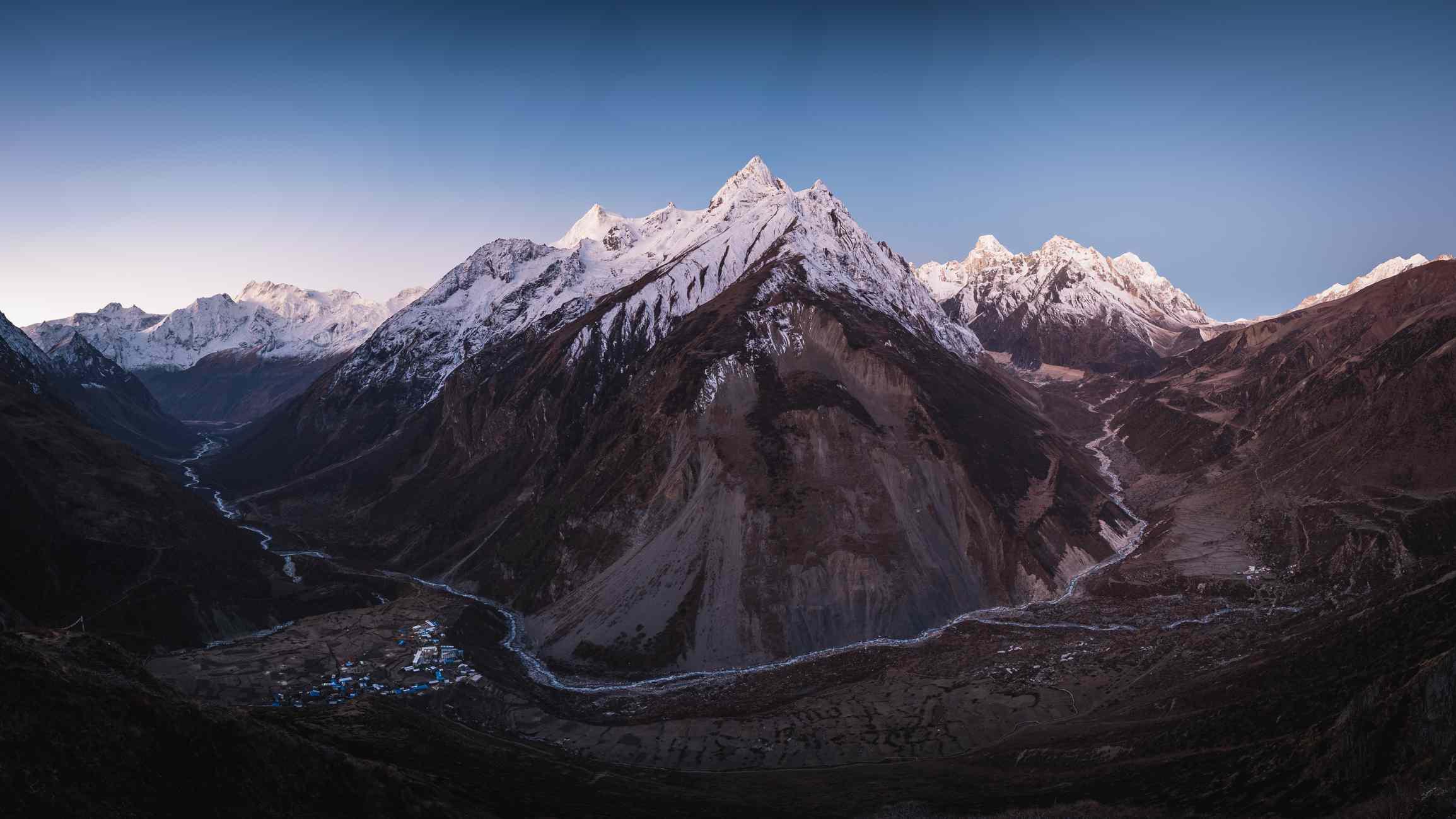 Manaslu mountain from Samdo Ri in Nepal