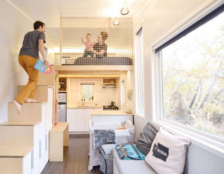 Cómo una pareja adaptó su pequeña casa para dar la bienvenida a un bebé