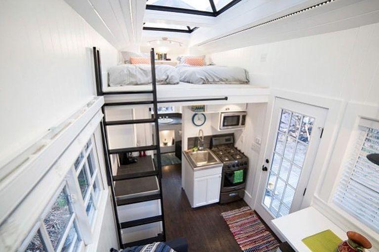 Pareja Construye Luminoso 192 Sq. Pie. Pequeña casa para ingresos de alquiler adicionales
