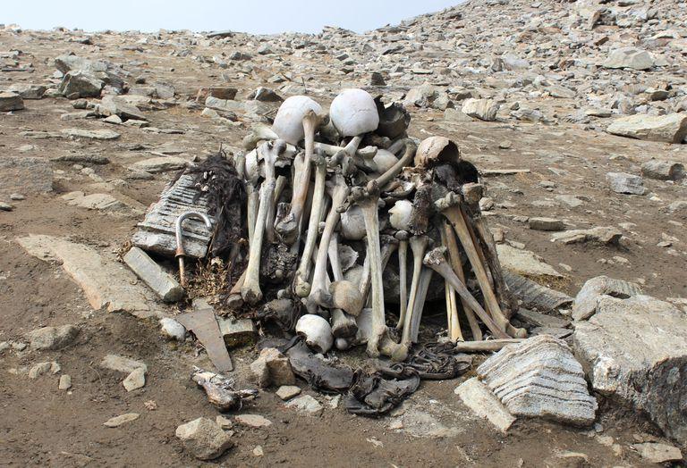 Human bones at Roopkund Lake, skeleton Lake