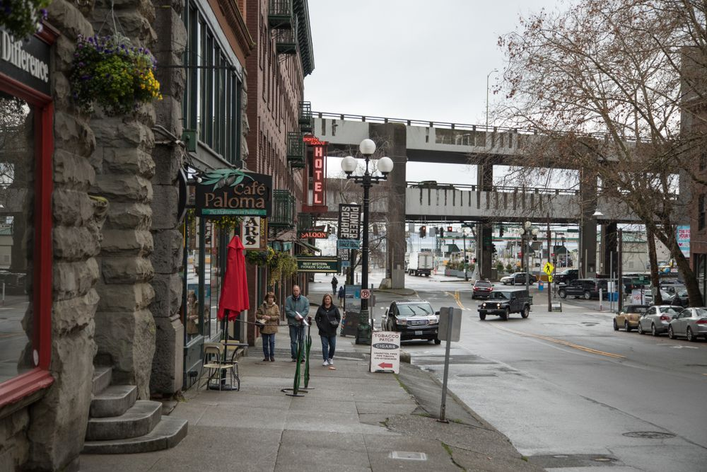 Pioneer Square shops along the Seattle Waterfront, with the looming Highway 99 Alaskan Way Viaduct in the background