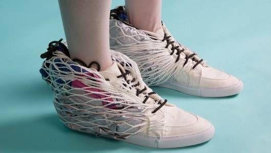 Refugio para caminar: una combinación de tienda de zapatos de tenis para siestas improvisadas