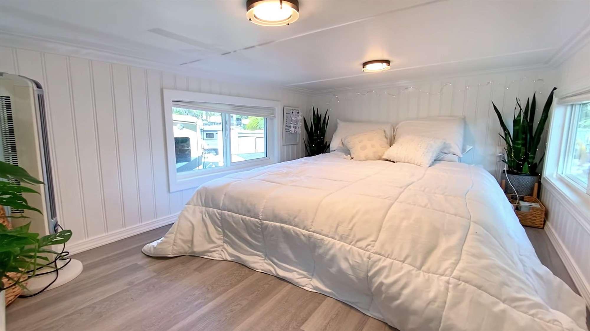 tiny house Rebekah teenytiny7 bedroom