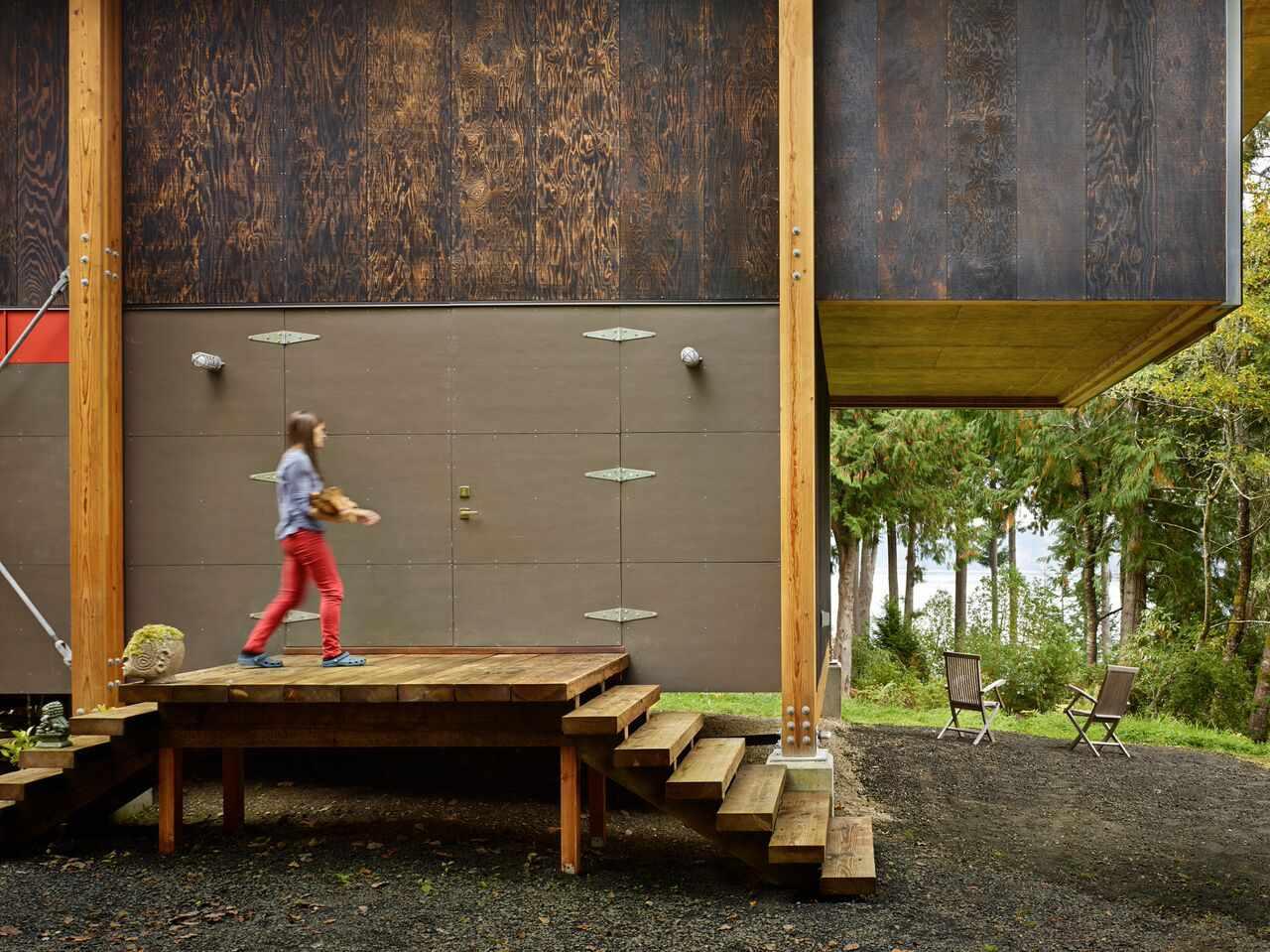Exterior of Scavenger Studio by Eerkes Architects, Grapeview, Washington