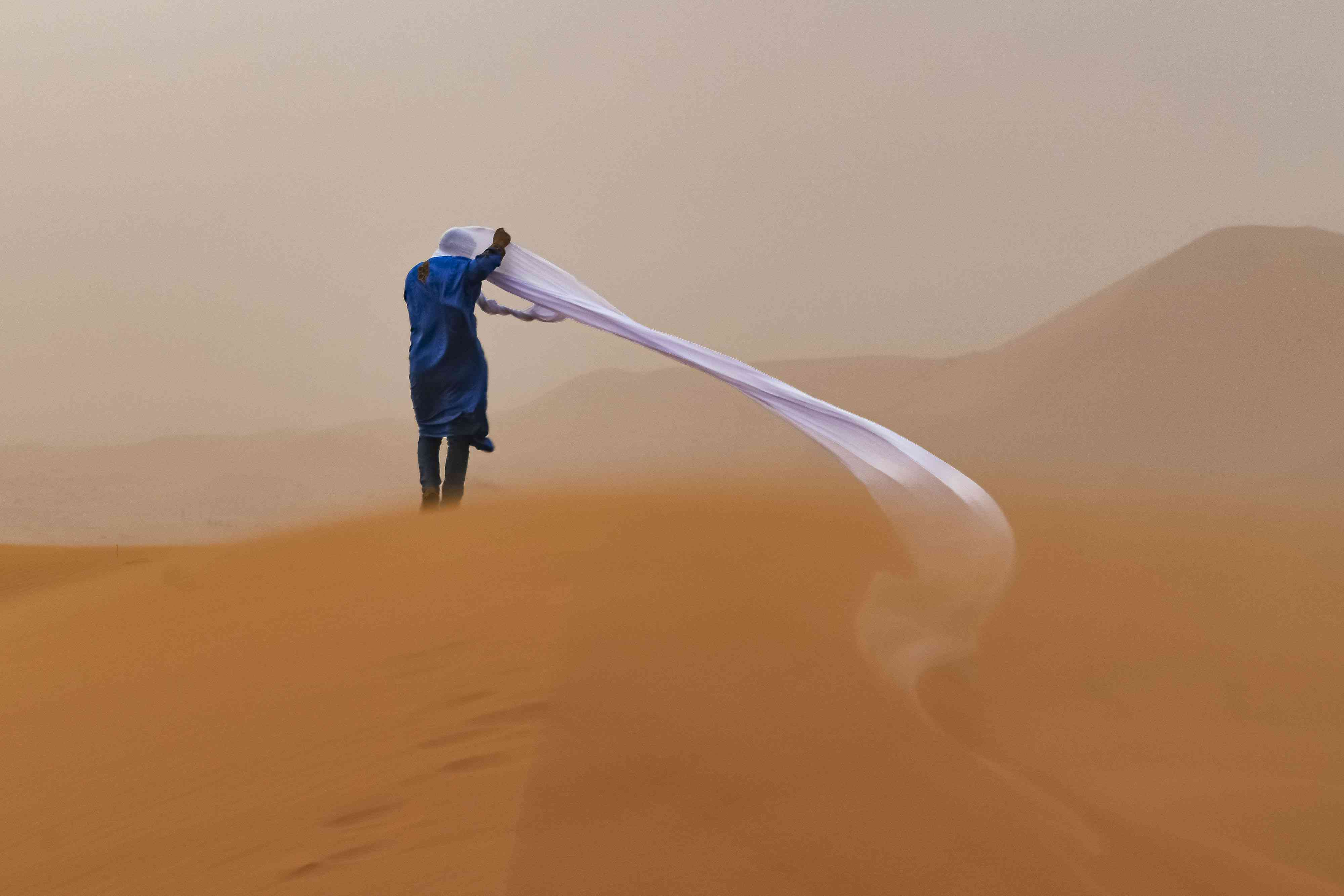 guide in a sandstorm