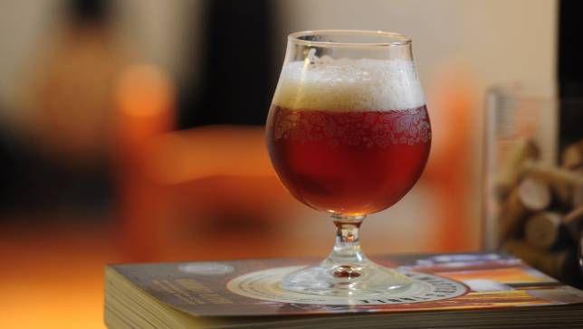 La cerveza espumosa ayuda a prevenir derrames, y ahora sabemos por qué