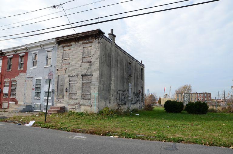 Esta ciudad de Nueva Jersey está convirtiendo los vertederos ilegales en puntos calientes de arte público