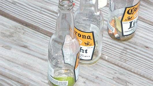 ¿Puedo reciclar botellas con limas adentro?