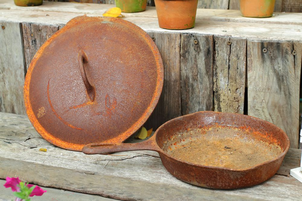 Rusted cast iron pan