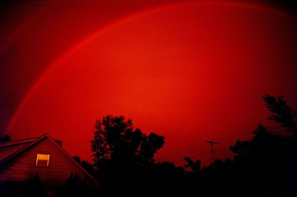 Monochrome rainbow (red)