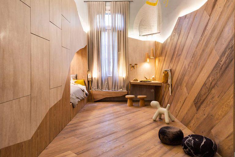 El dormitorio infantil imaginativo cuenta con una litera tipo cueva que ahorra espacio